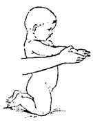 Приподнимание на колени и затем на ноги при поддержке за кисти.